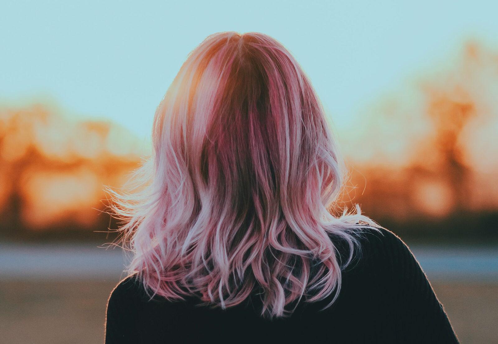 ¿Quieres saber cómo conseguir colores fantasía a la vez que cabellos sanos?